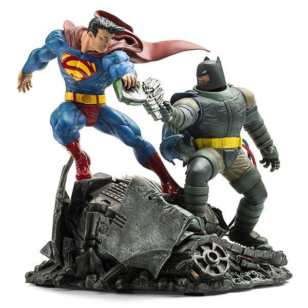 Dark Knight Returns Batman vs Superman Statue